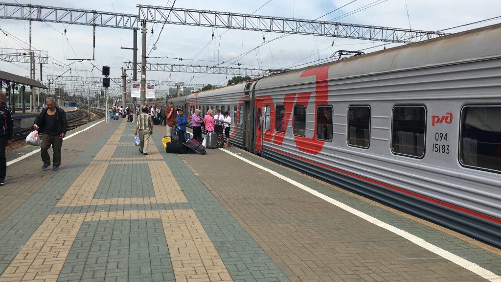 Fahrkartenkontrolle ider Transsibirischen Eisenbahn in Moskau