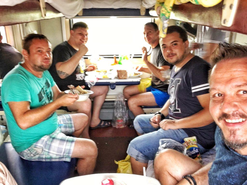 Mittagessen in der Transsibirischen Eisenbahn