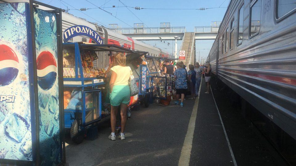Verkaufsstände an den Bahnhöfen