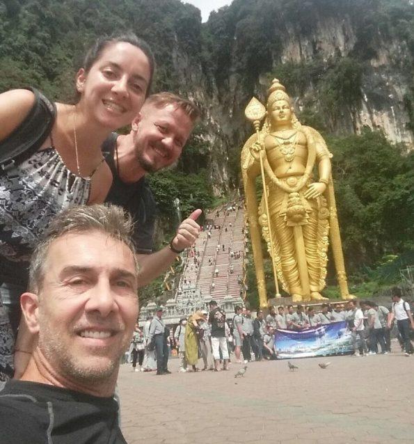 Gustavo, Vanessa und Nomadic Vic @Batu Caves