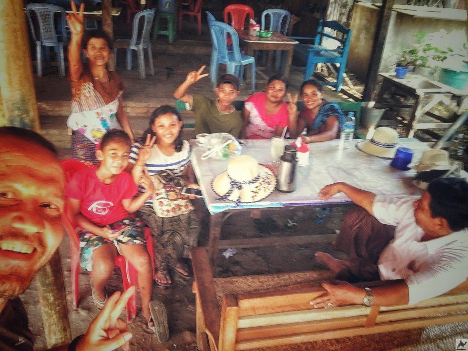 Selfie mit Burmesischer Familie