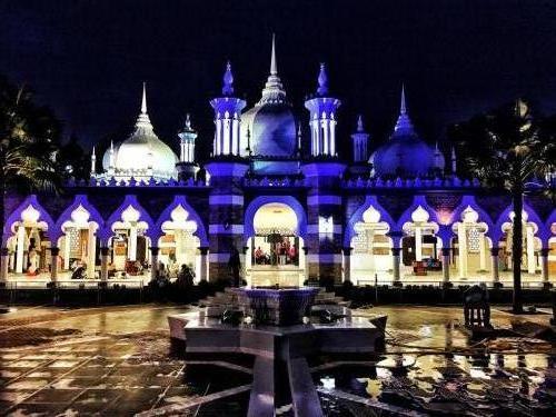 Masjid James bei Nacht