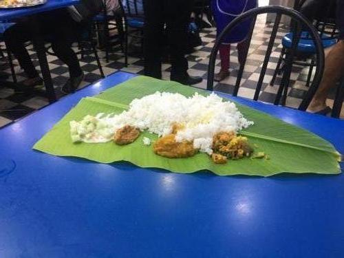 Indisches Gericht auf Palmblättern