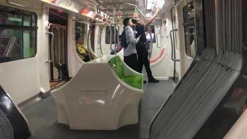 So sieht es in der Monorail aus.